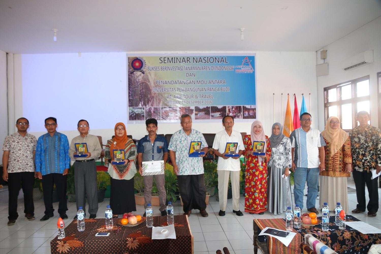 fakultas-pertanian-unpab-enggelar-seminar-nasional-dengan-tema-sukses-berinvestasi-tanaman-aren-di-indonesia-sekaligus-penandatanganan-mou-bersama-pt-arie-tour-and-travel_87