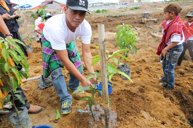 unpab-kembali-menanam-5000-bibit-pohon-produksi-di-bukit-siosar_66